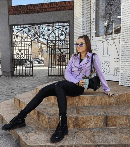 What-to-wear-on-tours-445x500 35 Best Ways to Wear Lilac Outfits For Women