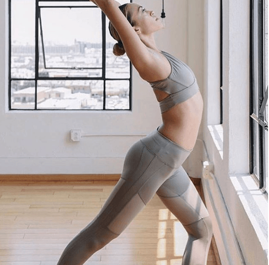 women-pilates-outfits 20 Best Pilates Class Outfits for Women