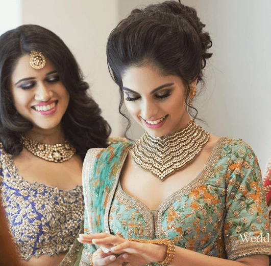indian-engagement-bride-hair-makup-jewellery 27 Latest Engagement Dresses for Women in India