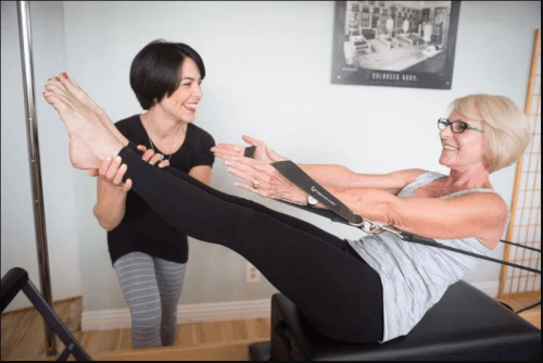 What-should-Older-Women-Wear-500x334 20 Best Pilates Class Outfits for Women