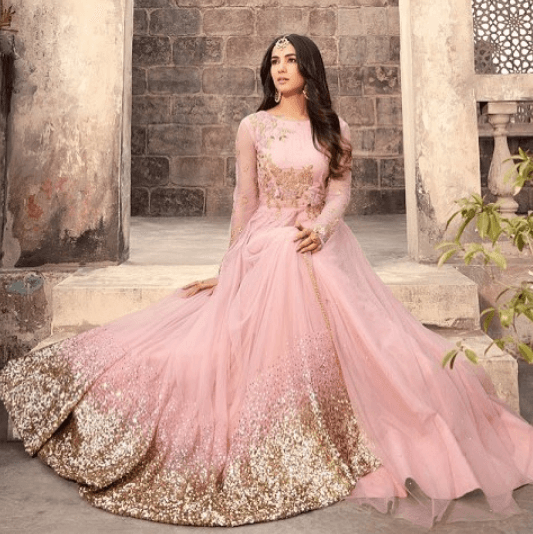 indian-engagement-outfit 27 Latest Engagement Dresses for Women in India