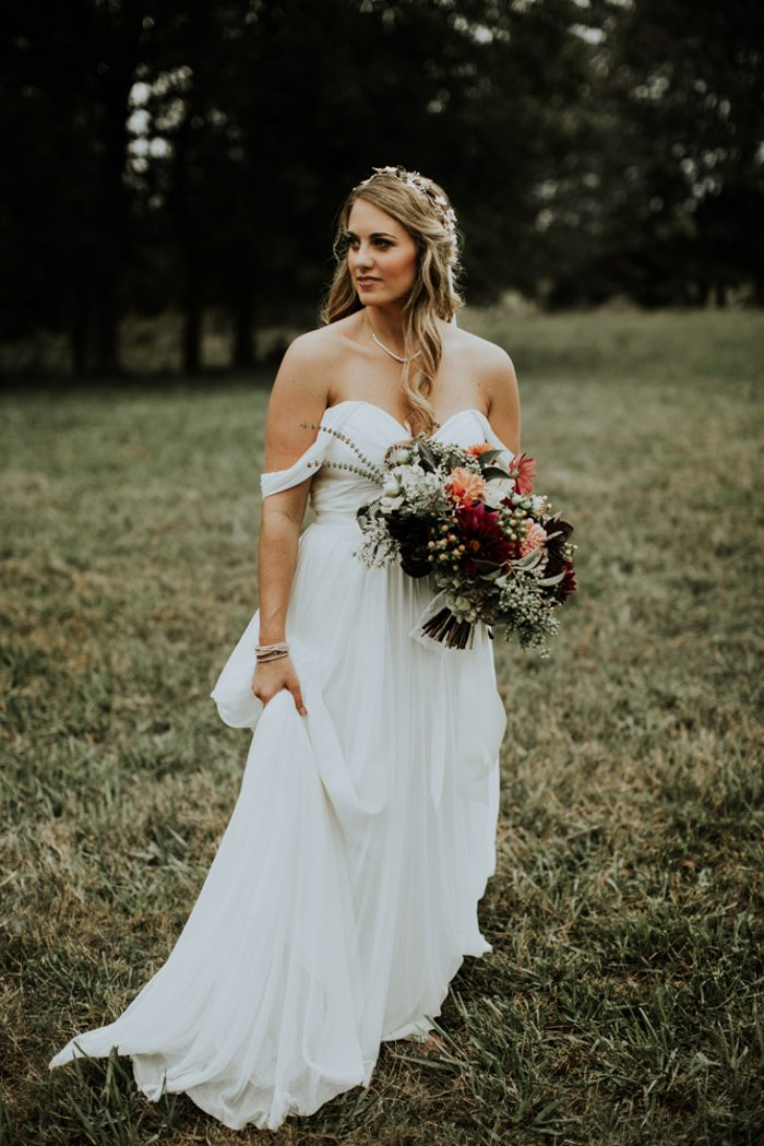 a flowy off the shoulder A-line sweetheart neckline wedding gown for a simple and cute bridal look