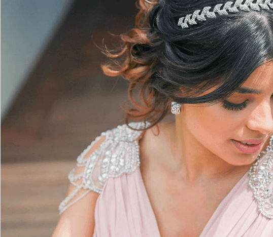 indian-bride-hair-makeup-jewellery-for-engagement-2 27 Latest Engagement Dresses for Women in India