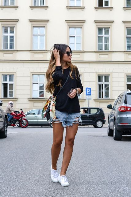 With black shirt, white sneakers and crossbody bag