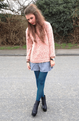 Contrasting-Colour-Outfit-325x500 How to Wear Leggings Under a Dress- 24 Legging Outfit Ideas