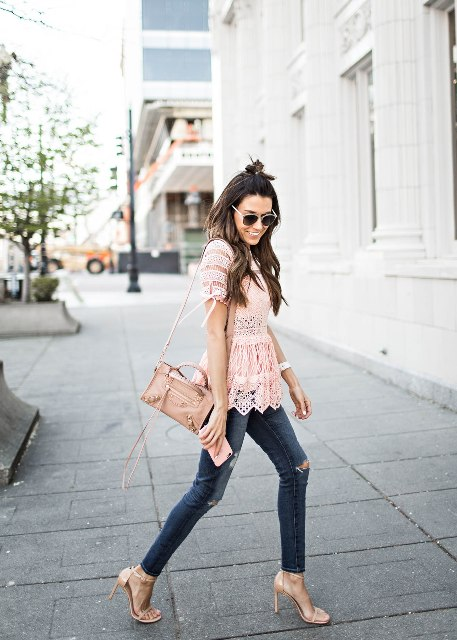 With skinny jeans, high heels and beige bag