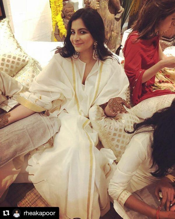 15-600x750 Sonam Kapoor Wedding Pics - Engagement and Complete Wedding Pictures