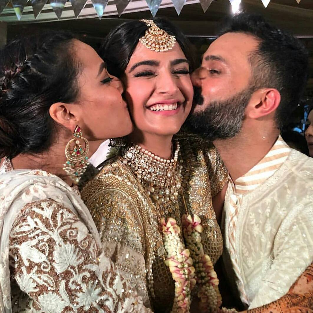 28-1 Sonam Kapoor Wedding Pics - Engagement and Complete Wedding Pictures
