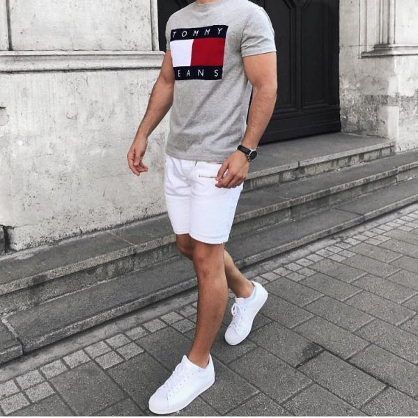 Shorts-and-tee-600x600 25 Outfits to Wear with White Sneakers for Men