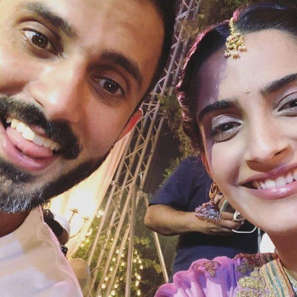 27-600x600 Sonam Kapoor Wedding Pics - Engagement and Complete Wedding Pictures