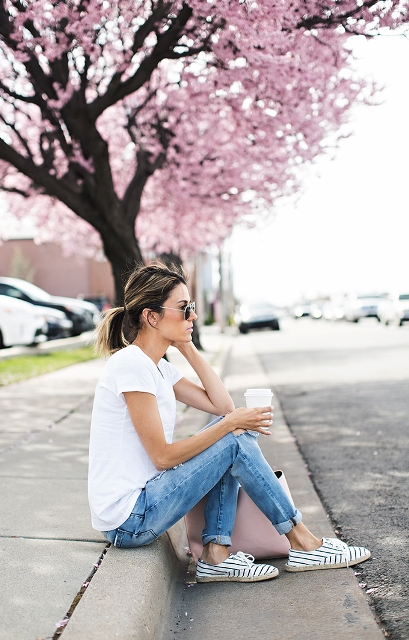 With white t-shirt, pale pink bag and cuffed jeans