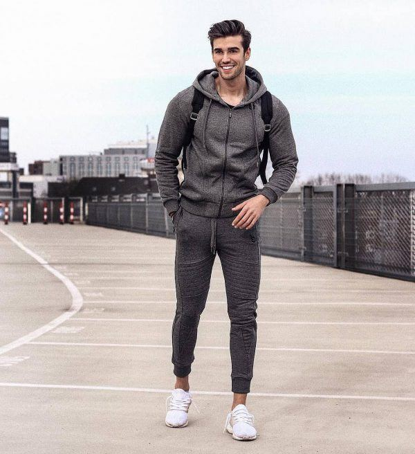 jogger-Set-600x656 25 Outfits to Wear with White Sneakers for Men