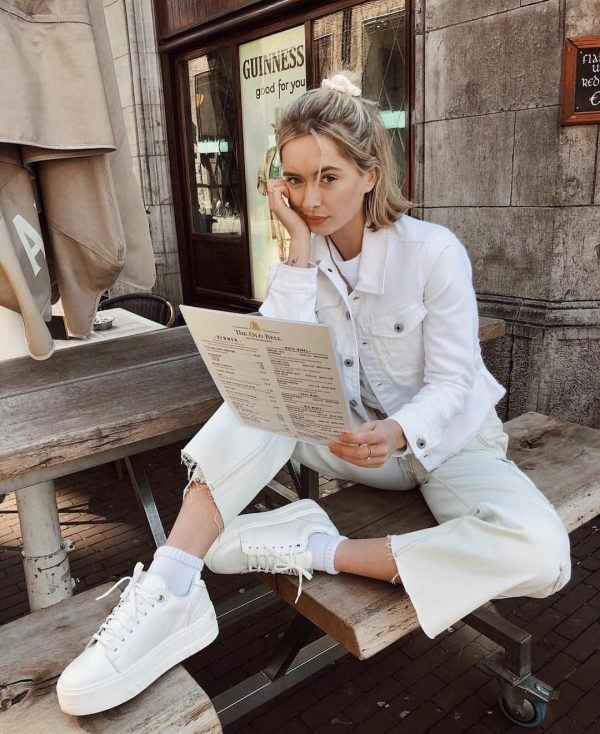An-all-white-look-600x734 25 Outfits to Wear With White Sneakers for Women
