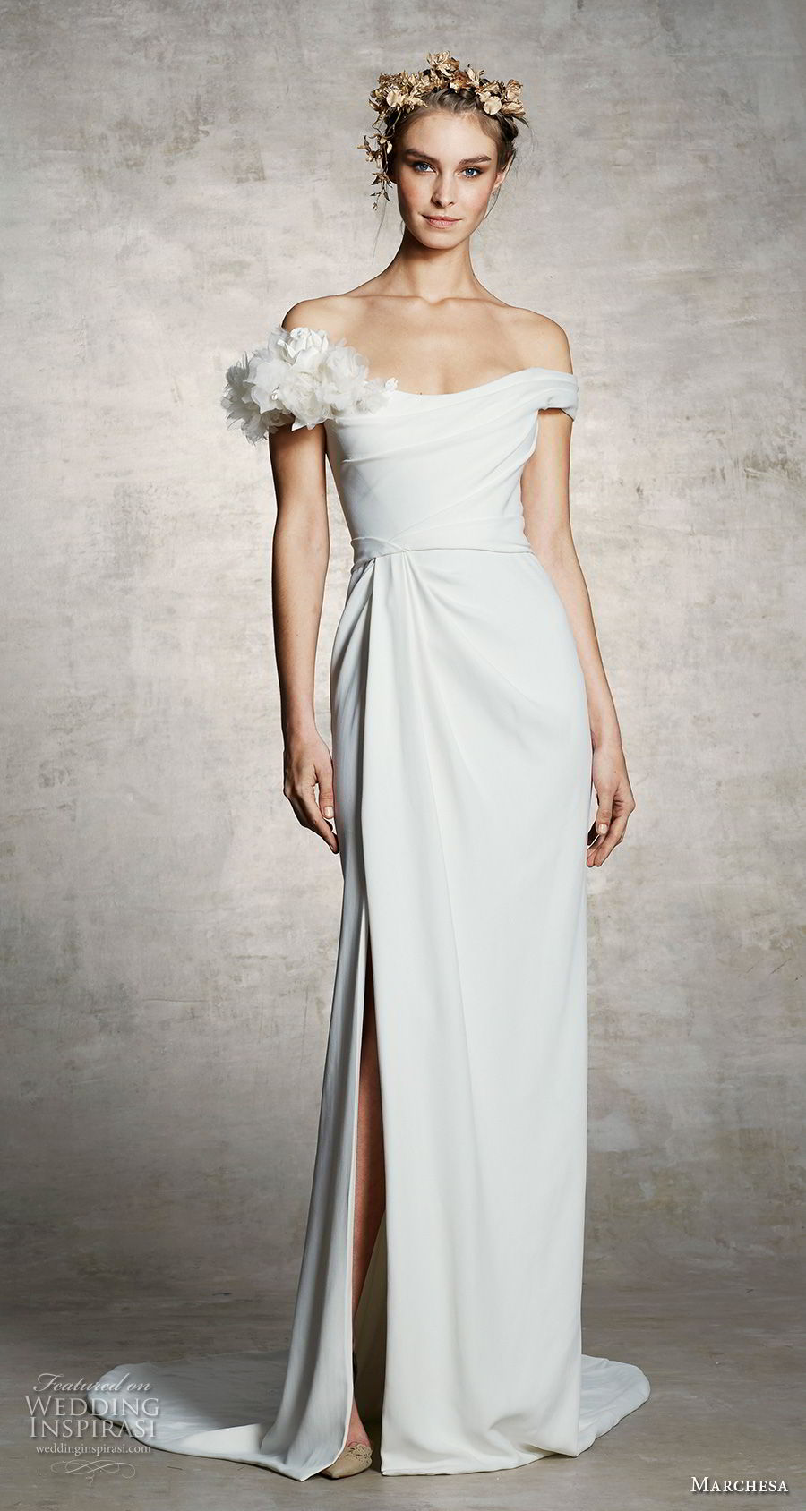 marchesa spring 2019 bridal off the shoulder simple minimalist slit skirt elegant grecian sheath wedding dress sweep train (14) mv