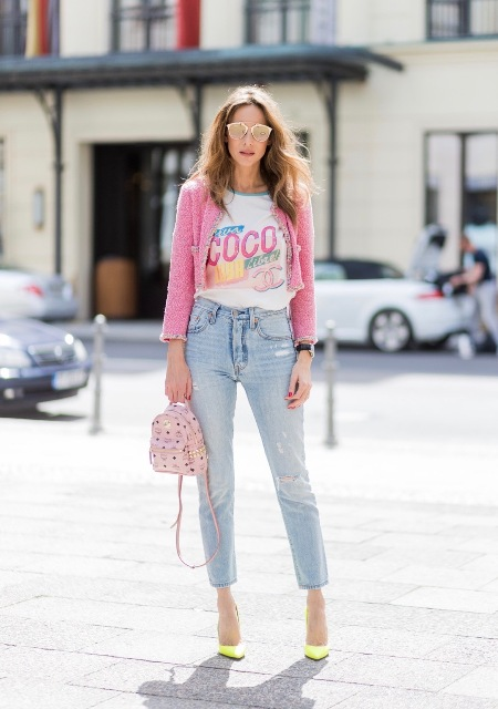 With printed t-shirt, jeans, pink blazer and yellow pumps
