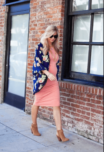 Styling-with-Kimonos-343x500 18 Comfortable Summer Baby Shower Outfit Combinations