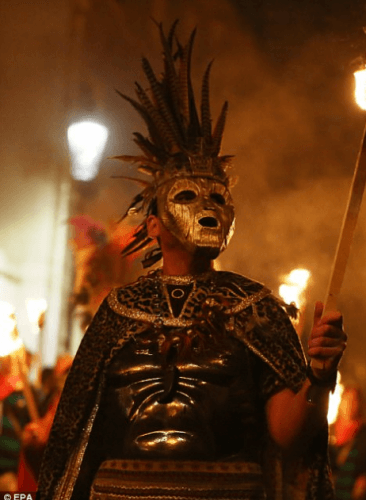 costumes-for-bonfire-night-366x500 What to Wear for Bonfire Party? 18 Cute Bonfire Night Outfits for Men
