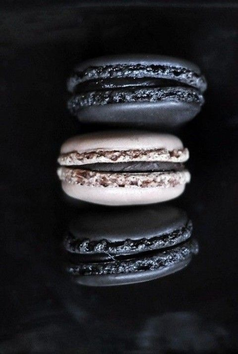 black and vanilla macarons are a great tasty and chic dessert for a Halloween bridal shower