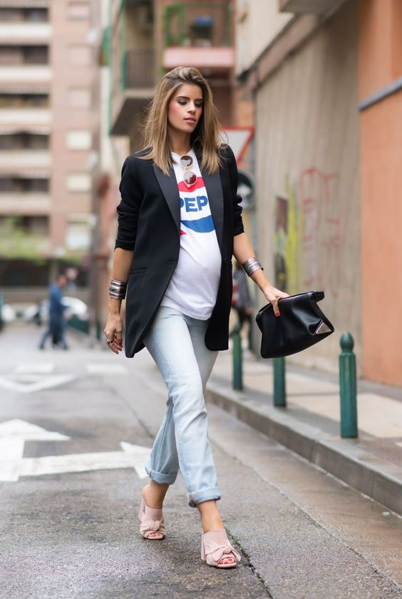 a printed tee, a black oversized blazer, very light blue jeans and pink heels