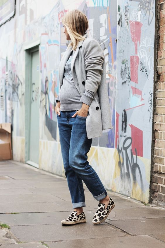 a grey sweatshirt, blue boyfriends, a grey short coat and leopard flats for maximal comfort