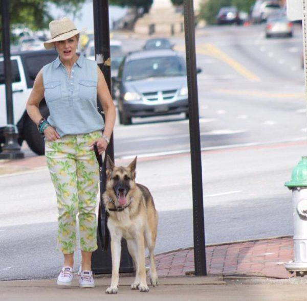 Styling Capri Pants for Women Over 50 (5)