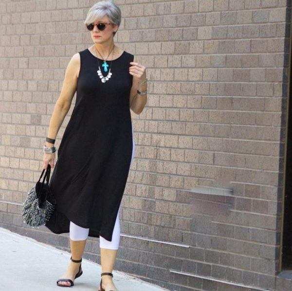 Styling Capri Pants for Women Over 50 (6)