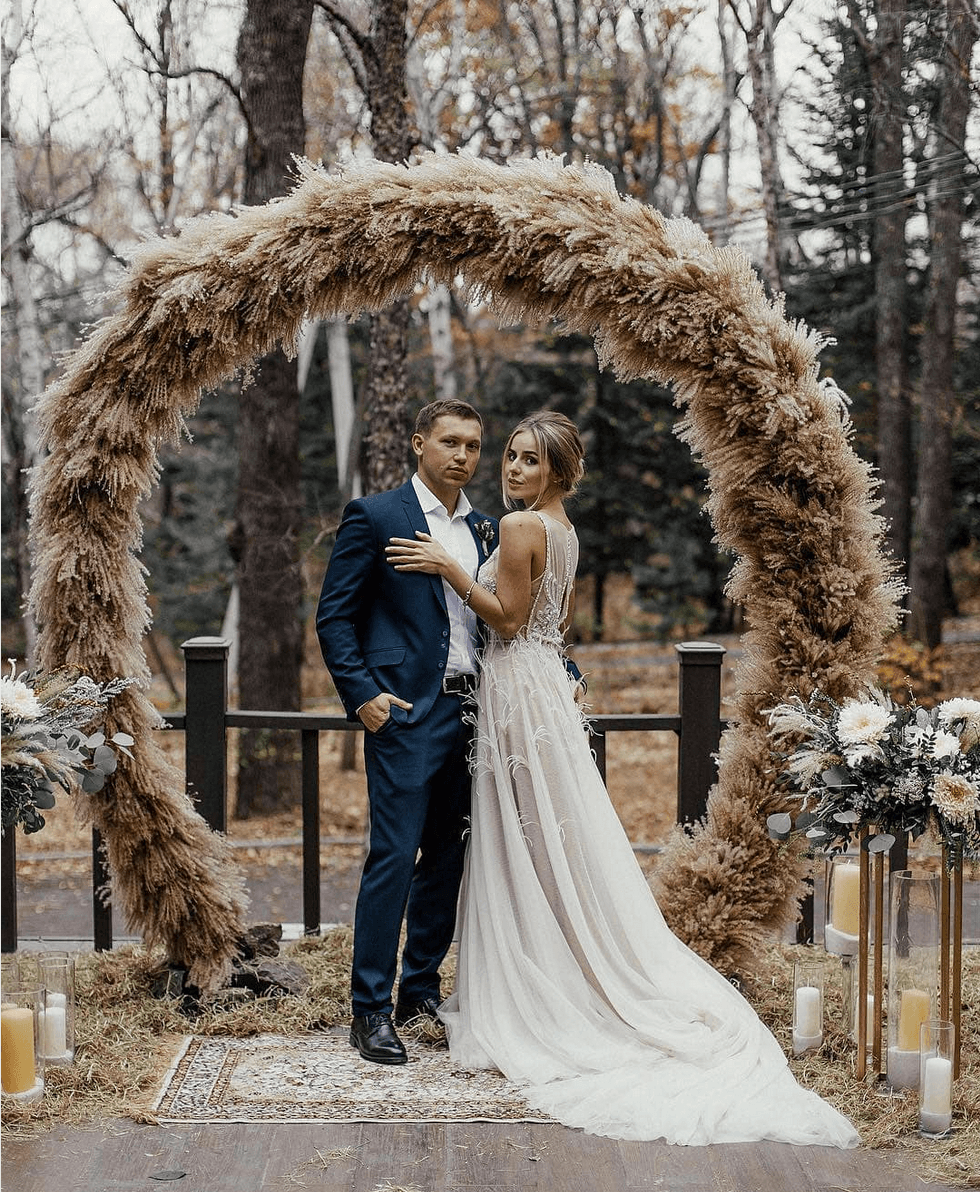 floral hoop wedding ceremony backdrop