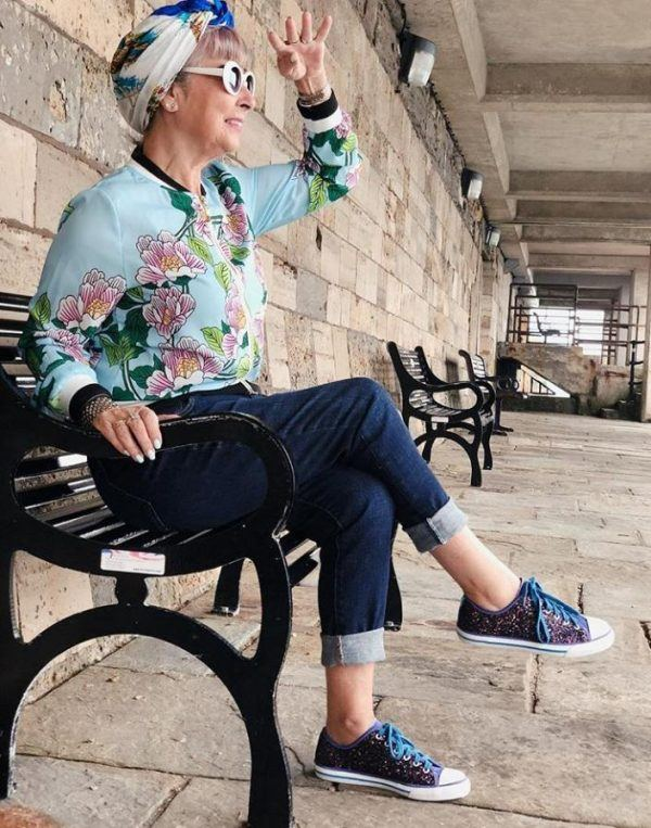 Styling Capri Pants for Women Over 50 (7)